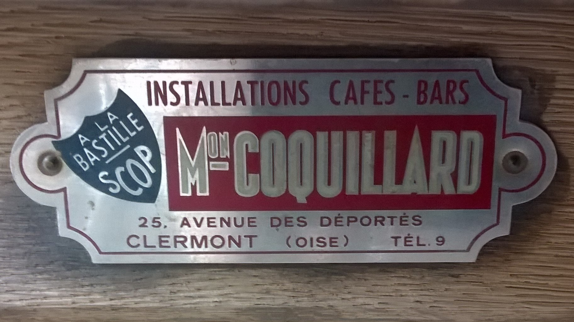 plaque du fabricant du bar