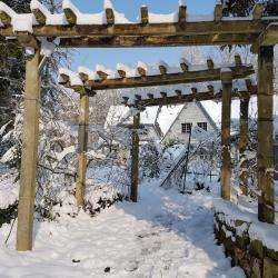 la pergola du parking sous la neige